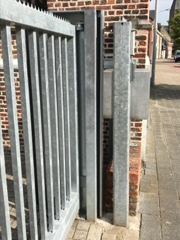 voorbeeld lichtgordijn op schoolpoort master-slave aan binnenzijde en buitenzijde