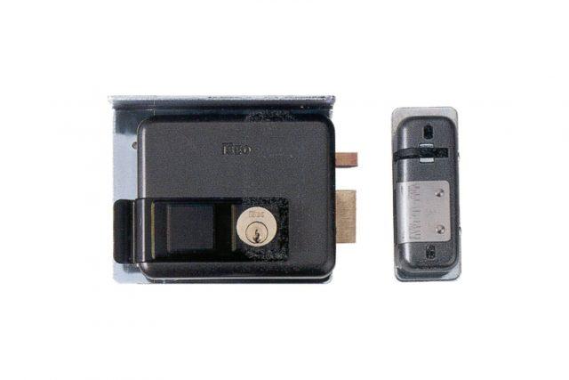 iseo elektrisch slot voor draaihek of deur IS10605-IS20605 binnendraaiend links of binnendraaiend rechts
